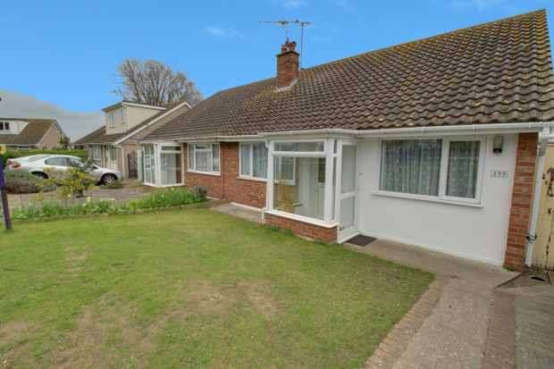 2 Bedrooms Semi Detached Bungalow for sale in Fleetwood Avenue, Holland-On-Sea, Essex, CO15 5RA