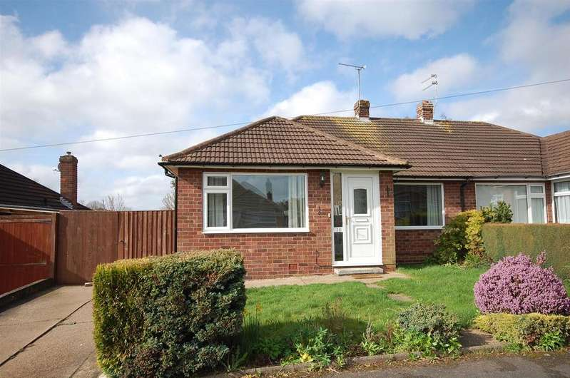 2 Bedrooms Semi Detached Bungalow for sale in Newstead Avenue, Radcliffe-On-Trent, Nottingham