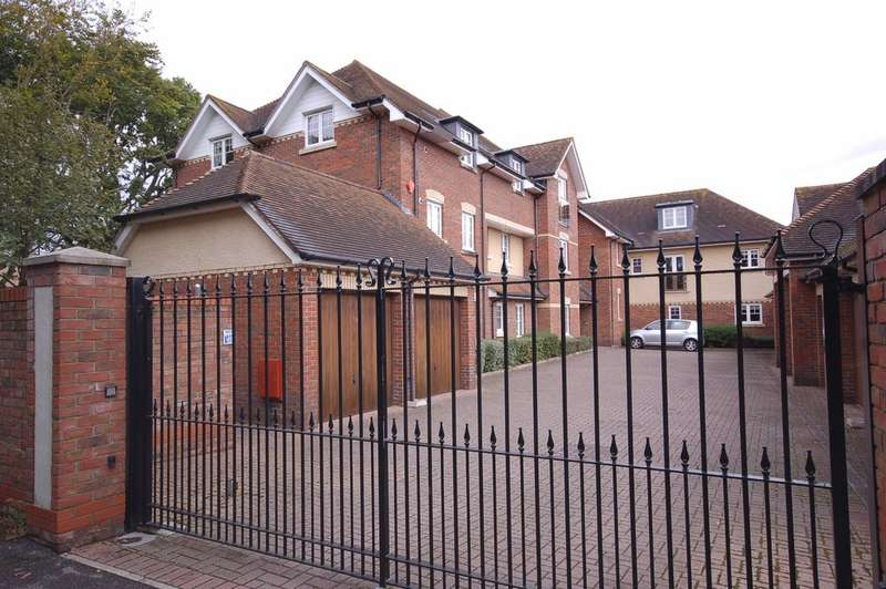 3 Bedrooms Apartment Flat for sale in Ashley Road, New Milton