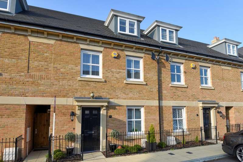 4 Bedrooms Terraced House for sale in Rainbow Road Erith DA8