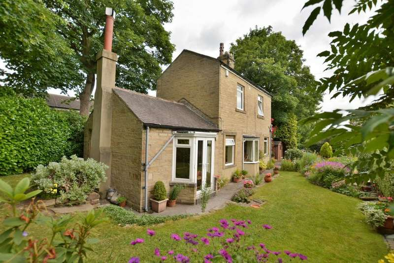 2 Bedrooms Detached House for sale in The Cottage, St Anns Lane, Leeds