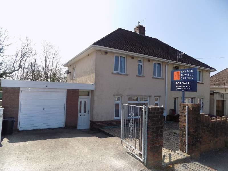 3 Bedrooms Semi Detached House for sale in Heol-Y-Mynydd , Sarn, Bridgend. CF32 9UH