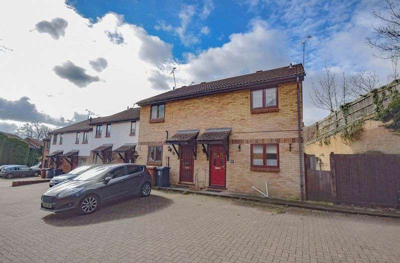 3 Bedrooms Terraced House for sale in Page Hill, Ware
