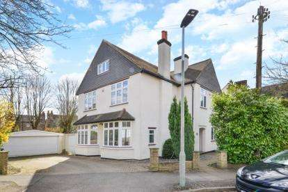 5 Bedrooms Detached House for sale in Beaconsfield Road, Bromley
