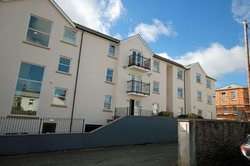 2 Bedrooms Flat for sale in THE PARADE, CARMARTHEN