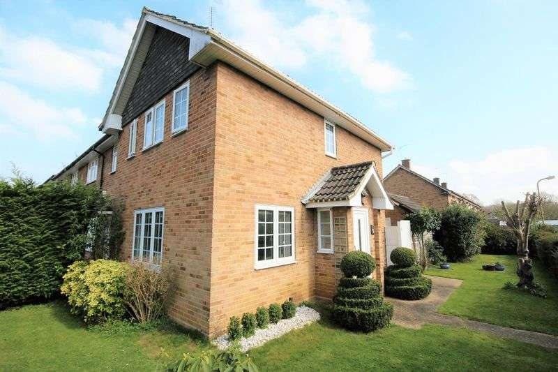 2 Bedrooms Semi Detached House for sale in Brindles Close, Hutton, Brentwood