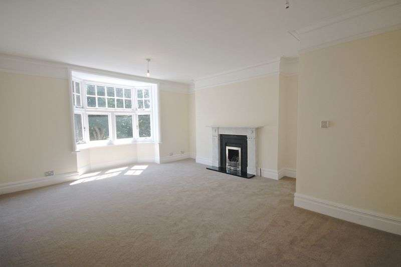 3 Bedrooms Flat for sale in Bincleaves Road, Weymouth