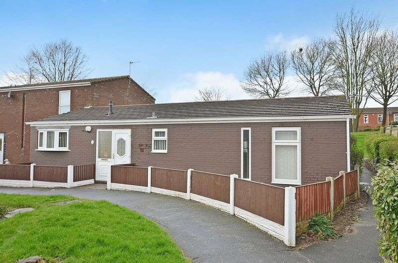 3 Bedrooms Semi Detached Bungalow for sale in Cunliffe Close, Runcorn