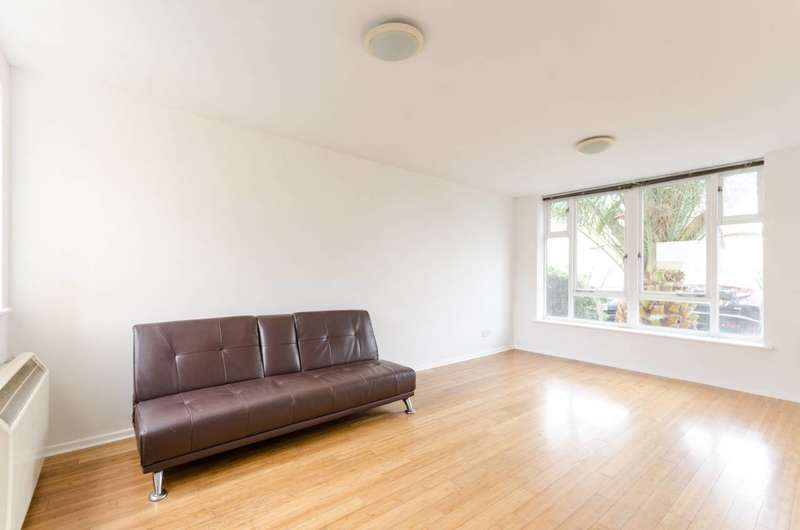 1 Bedroom Flat for sale in Grimsby Grove, Docklands, E16