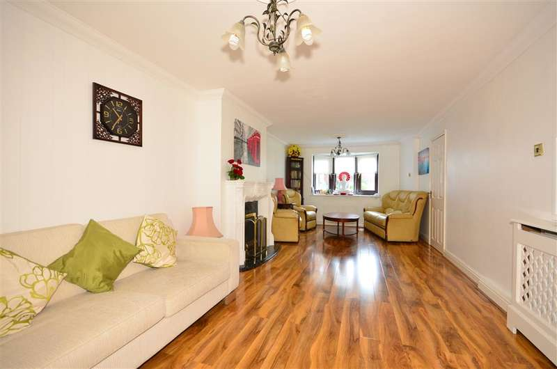 3 Bedrooms Terraced House for sale in Witchards, Basildon, Essex