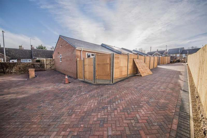 2 Bedrooms Bungalow for sale in Ivy Lane, Finedon, Wellingborough
