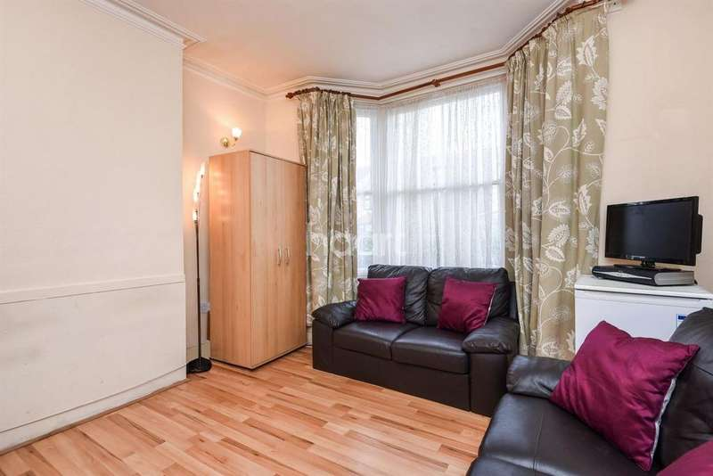 3 Bedrooms Terraced House for sale in Buxton Road, Thornton Heath, CR7