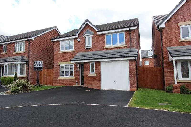 4 Bedrooms Detached House for sale in 4 Stamford Place, Normoss, Lancs FY3 0ER