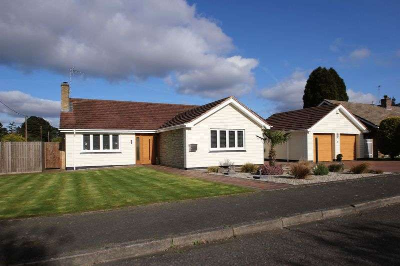 3 Bedrooms Detached Bungalow for sale in Hazlemere Drive, Ringwood