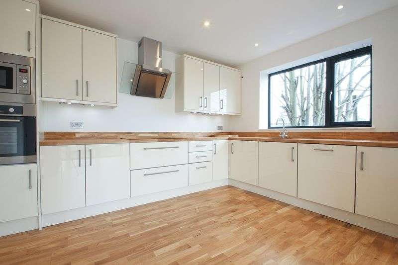 4 Bedrooms Semi Detached House for sale in Darwin Road, Welling