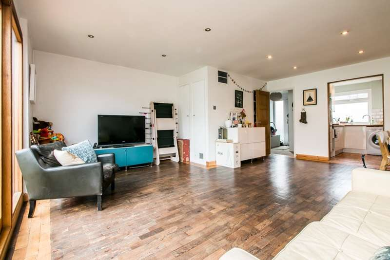 3 Bedrooms Terraced House for sale in Brierley Close, London, London, SE25