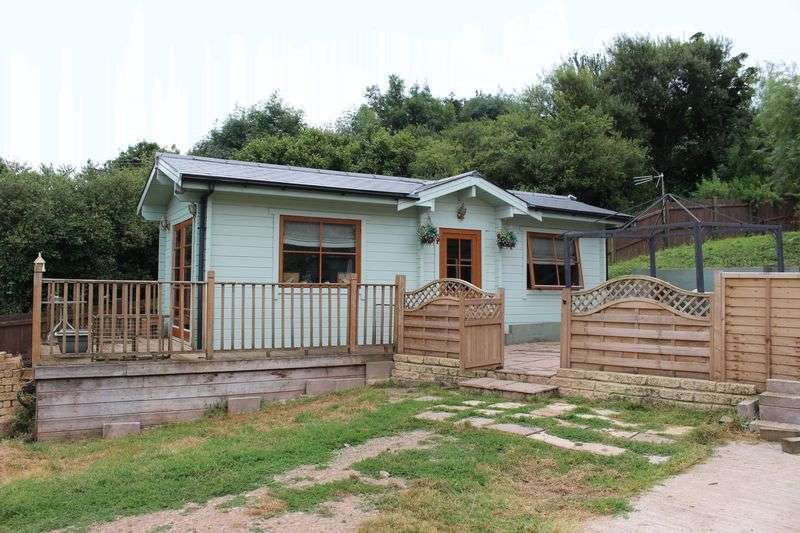 1 Bedroom Detached Bungalow for sale in Charfield, South Gloucestershire