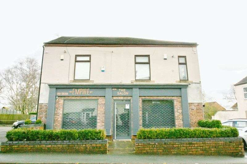 3 Bedrooms Detached House for sale in Moorside Road, Swinton Manchester