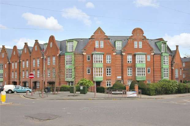 3 Bedrooms Flat for sale in Watling Mansions, Watling Street, RADLETT, Hertfordshire