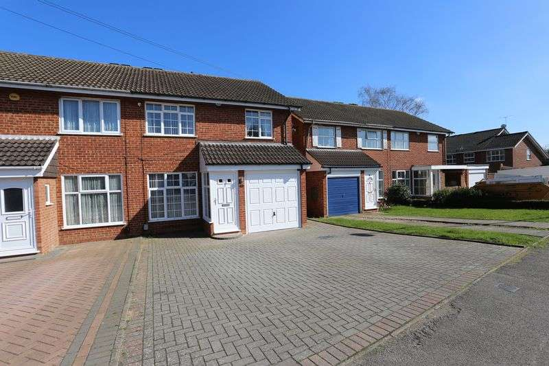 3 Bedrooms Semi Detached House for rent in Stonehaven Drive, Woodley Airfield