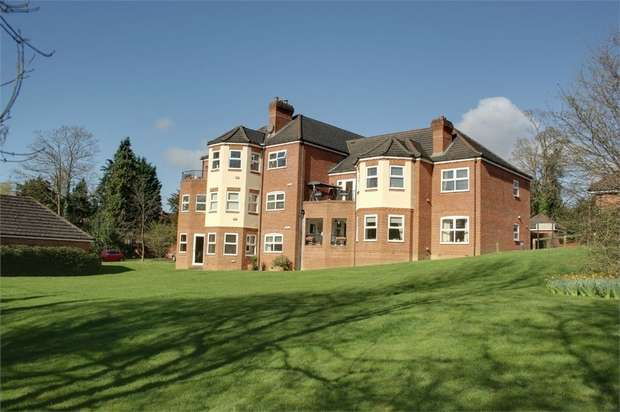 2 Bedrooms Flat for sale in Hale Place, Farnham, Surrey