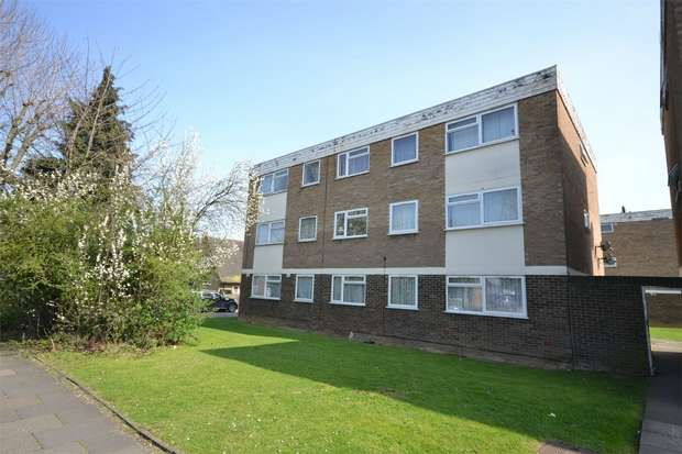 2 Bedrooms Flat for sale in Rayners Close, WEMBLEY, Middlesex
