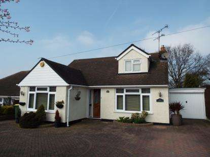 4 Bedrooms Bungalow for sale in Rayleigh, Essex, Uk