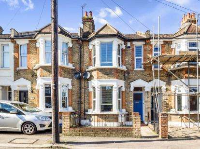 3 Bedrooms Terraced House for sale in Woodford, Green, Essex