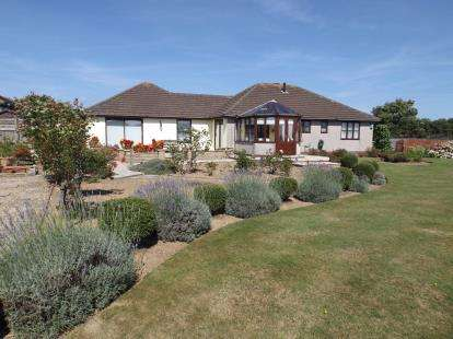 4 Bedrooms Bungalow for sale in Connor Downs, Hayle, Cornwall