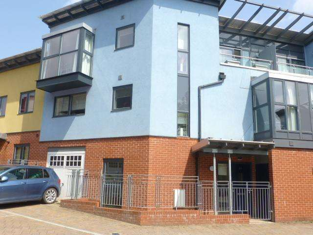 4 Bedrooms Town House for sale in Midford Grove, Birmingham, B15 2DT