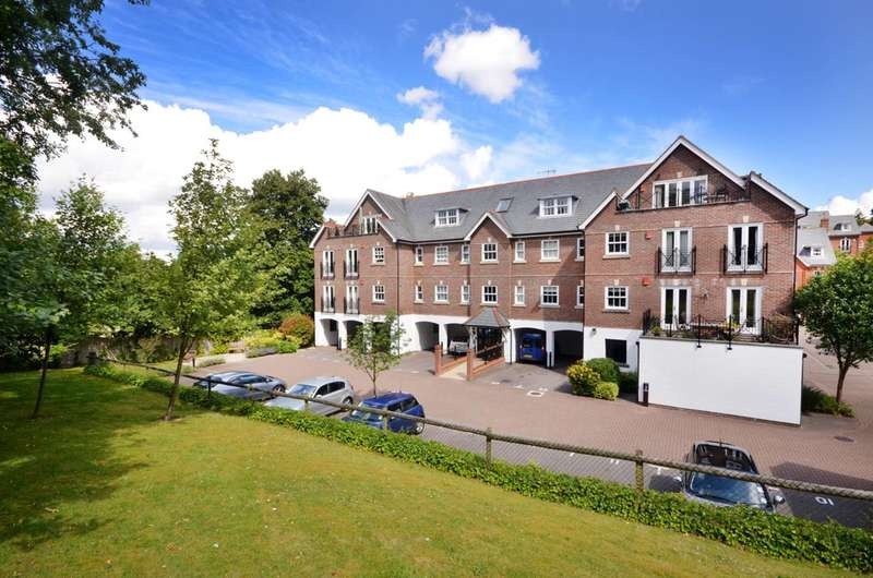 3 Bedrooms Penthouse Flat for sale in Sells Close, Guildford, GU1