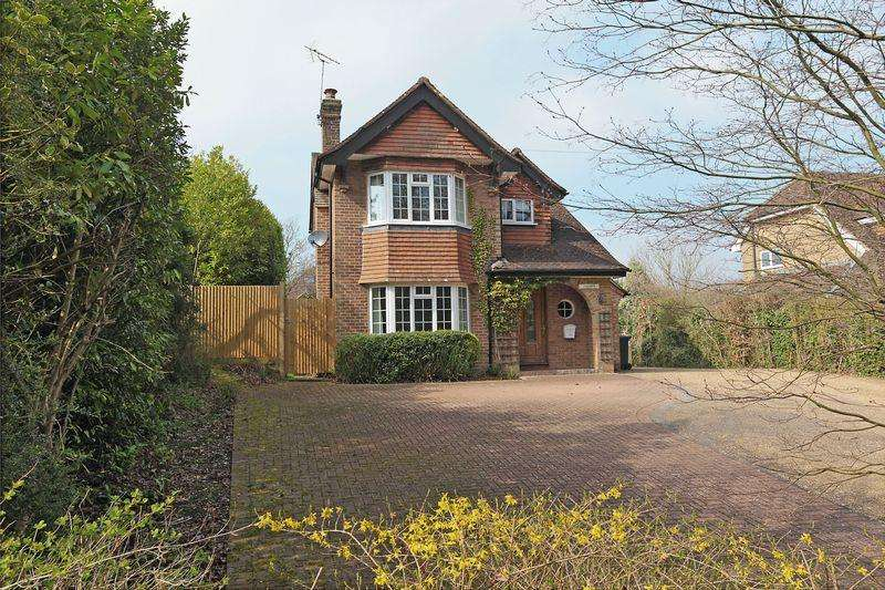 3 Bedrooms Detached House for sale in Mayfield Road, Rotherfield, East Sussex