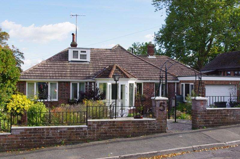 3 Bedrooms Detached Bungalow for sale in Hardy Road, Bridport