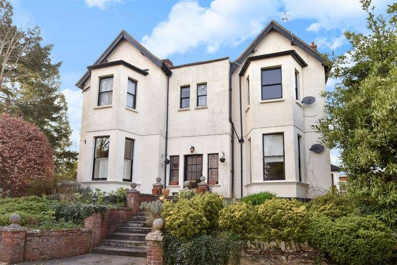 3 Bedrooms Flat for sale in Farnham, Surrey
