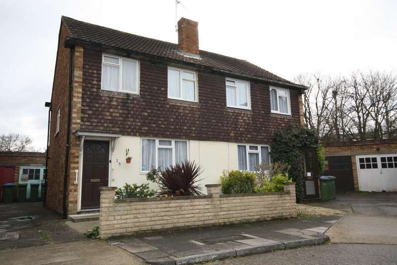 2 Bedrooms Semi Detached House for sale in Reed Close, London, SE12