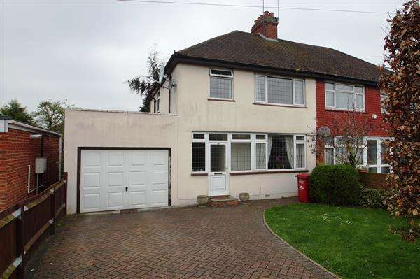 3 Bedrooms Semi Detached House for sale in Cippenham Lane, Cippenham, Slough