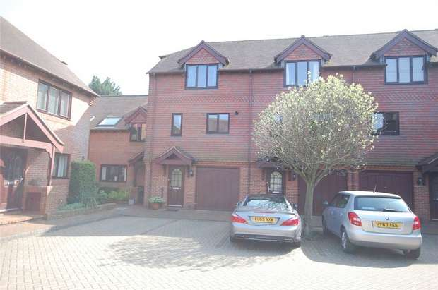 3 Bedrooms Town House for sale in Farnham, Surrey