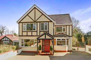 4 Bedrooms Detached House for sale in Kingswood Way, South Croydon