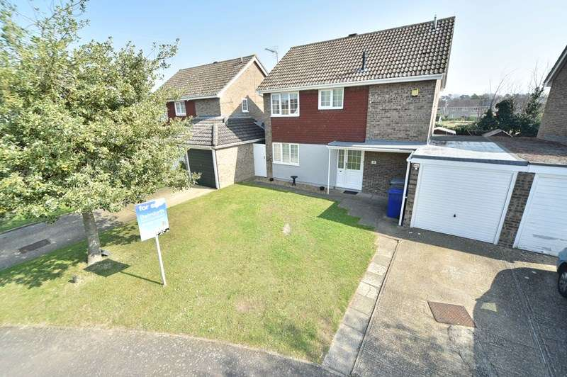 3 Bedrooms Detached House for sale in Sanderling Close, Mildenhall, BURY ST EDMUNDS