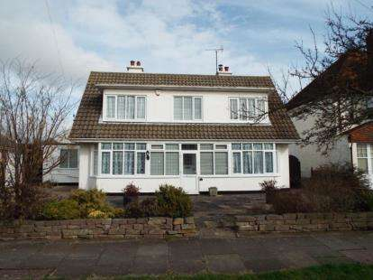 3 Bedrooms Detached House for sale in Frinton-on-Sea, Essex