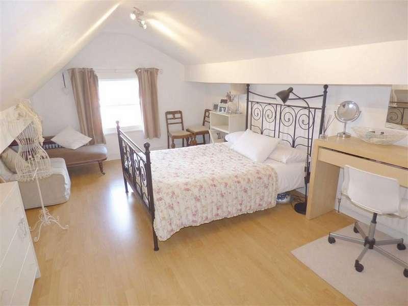 2 Bedrooms Flat for sale in 3 Oakenrod Hill, Rochdale, Lancashire, OL11