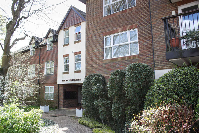 2 Bedrooms Flat for sale in Elrington Road, Woodford Green