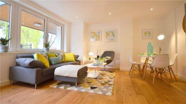 2 Bedrooms Apartment Flat for sale in London Road, High Wycombe