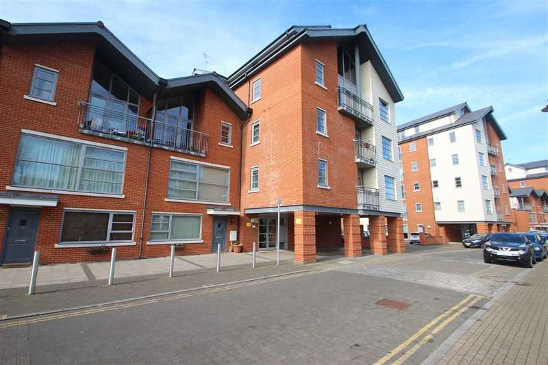 2 Bedrooms Flat for sale in Rotary Way, Colchester