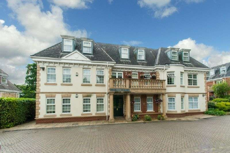 3 Bedrooms Flat for sale in Oak House, Ducks Hill Road, Northwood