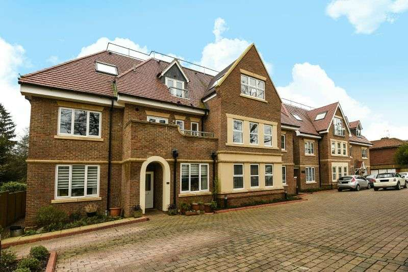 2 Bedrooms Ground Flat for sale in Woodlands, Ducks Hill Road, Northwood