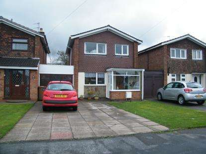 3 Bedrooms Link Detached House for sale in Perry Hall Drive, Willenhall, West Midlands