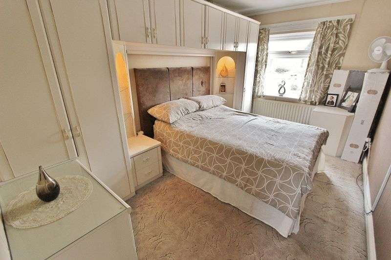 3 Bedrooms Terraced House for sale in Gilbert Street, Tipton