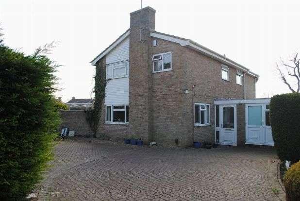 5 Bedrooms Detached House for sale in Yardley Drive, Kingsthorpe, Northampton NN2 8PE