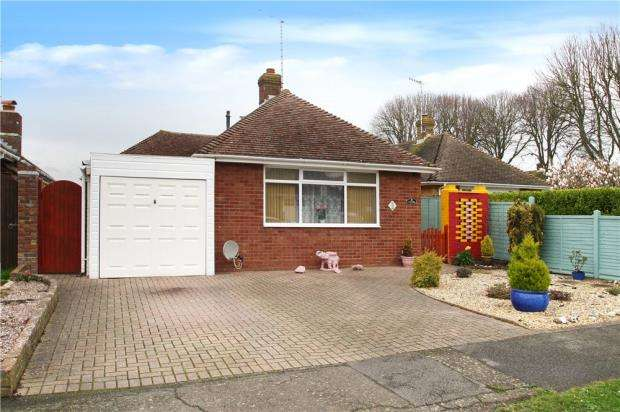 2 Bedrooms Detached Bungalow for sale in Andrew Close, Rustington, West Sussex, BN16